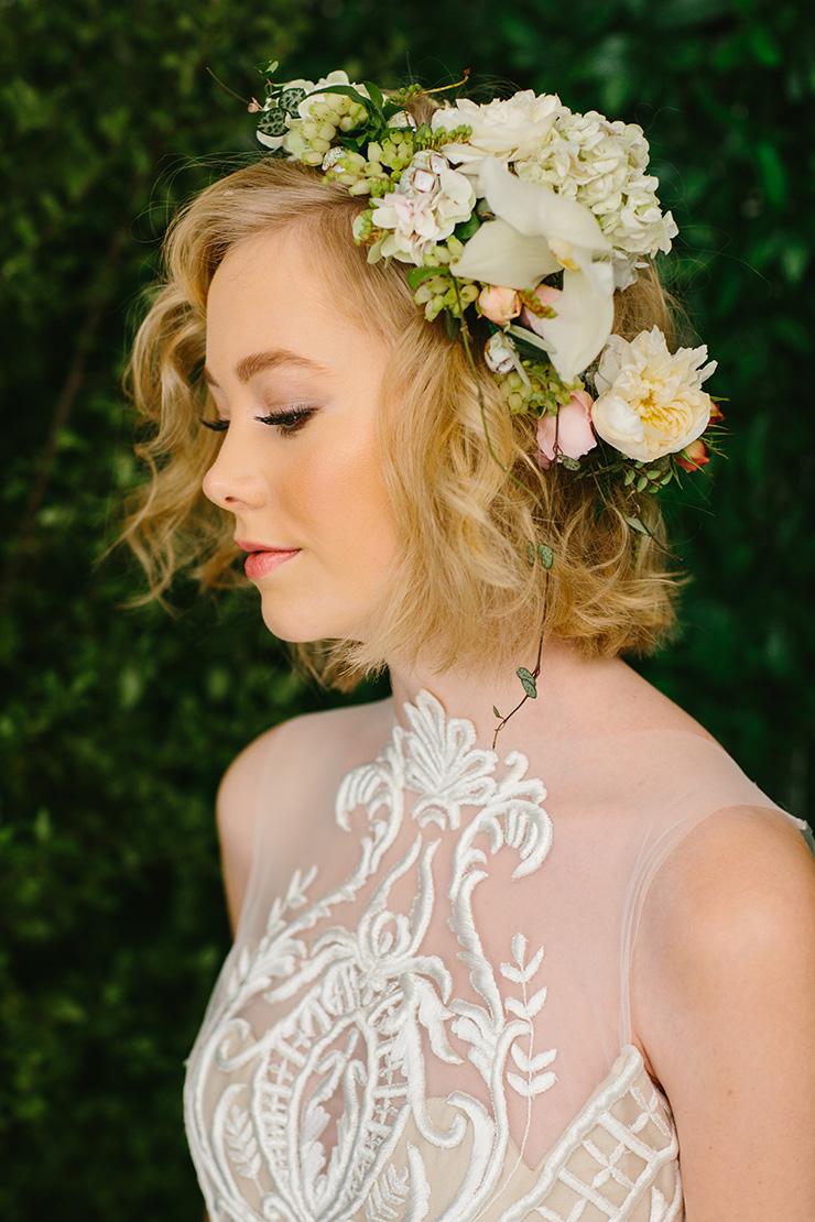 modern-foodie-woodland-wedding-inspiration-bride-flower-crown